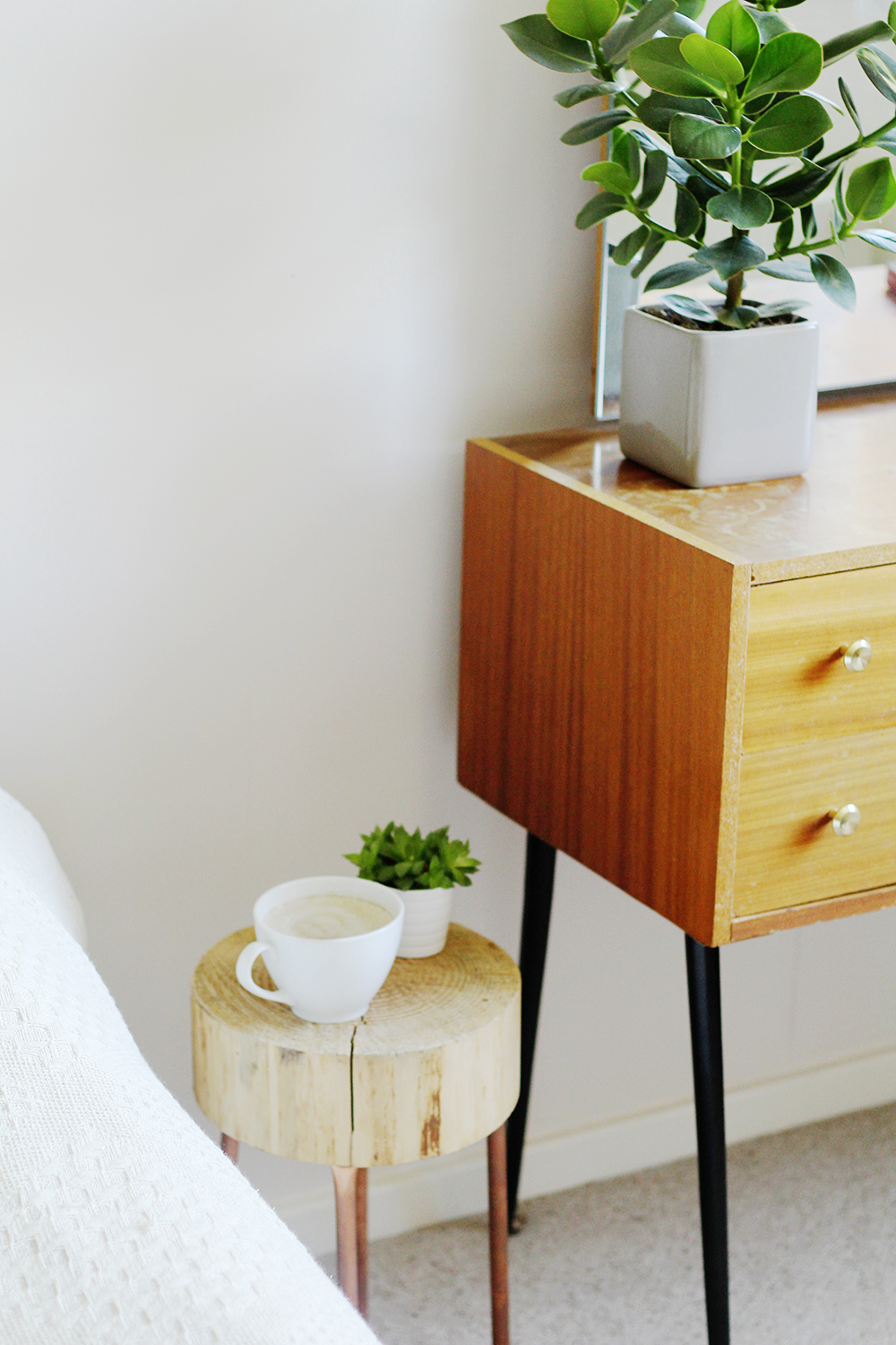 diy copper pipe and wood slice side table | fall for diy Nightstand Ideas for Small Spaces