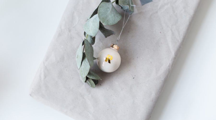 DIY Easy Mini Bauble Gift Toppers