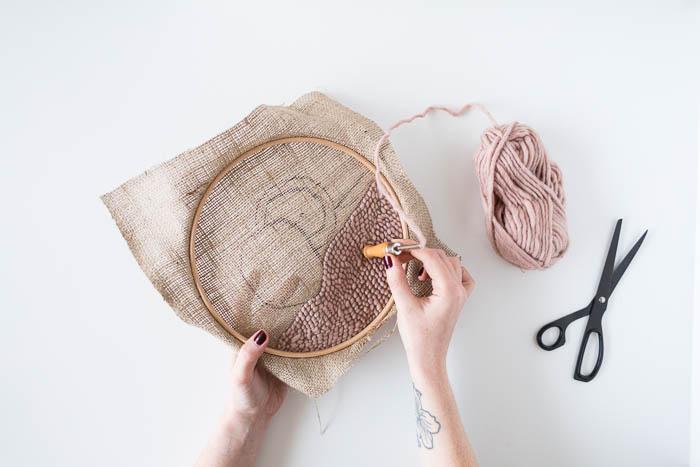 יצירות אמנות שטיח פאנץ 'DIY למתחילים הדרכה כיצד |  @fallfordiy