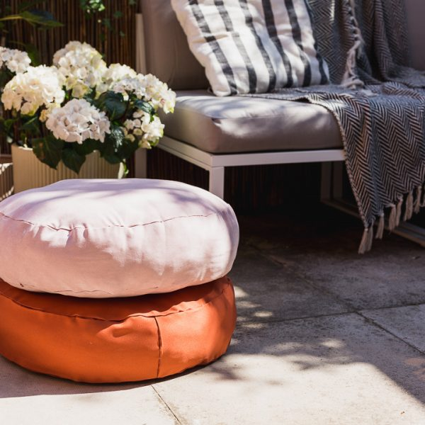 DIY No Sew Round Cushions