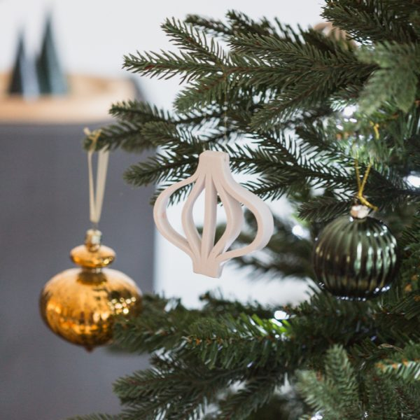 You Can Make This DIY Clay Bauble Outline Ornament